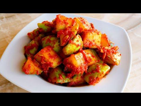 Kimchi made with chayote (Chayote kkakdugi: 차이오티 깍두기)